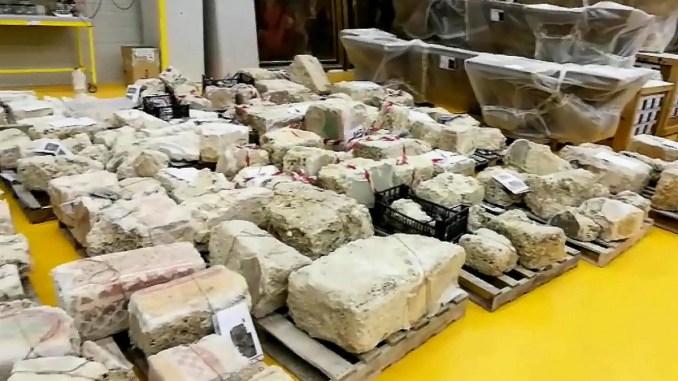 Terremoto, sottosegretario Crimi visita deposito di Santo Chiodo