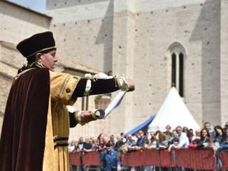 Perugia 1416, dal concorso gastronomico alla sfida di scherma medievale