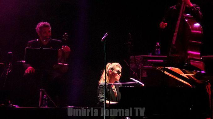 Umbria Jazz, la voce suadente di Melody Gardot a Perugia per la quarta volta