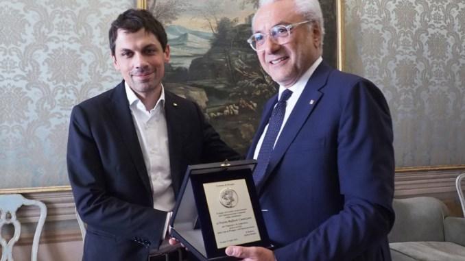 Il Prefetto Raffaele Cannizzaro saluta il sindaco di Perugia, Andrea Romizi