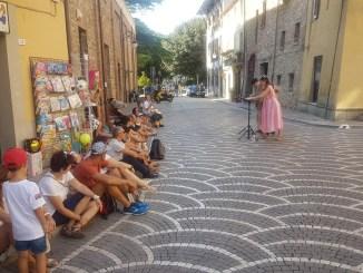Cafe' letterari, recitazione e cabaret: torna l'isola del libro Trasimeno