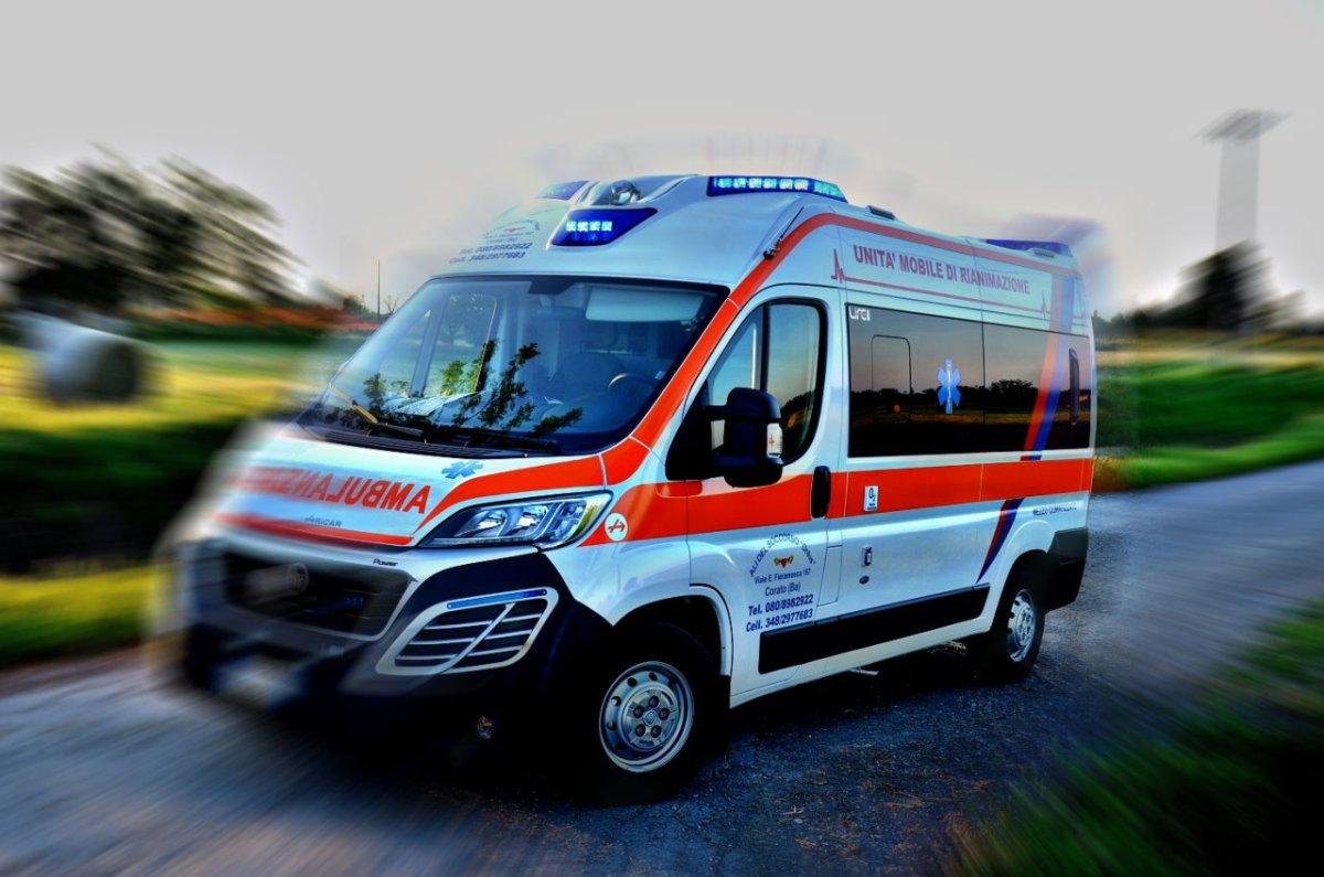 Incidente stradale a Gubbio, tre motociclisti coinvolti, uno è grave