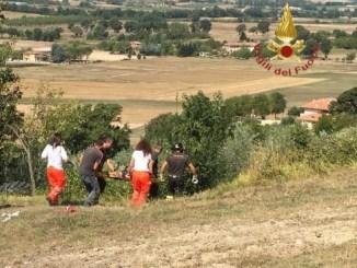 Trattore si ribalta a Gualdo Tadino, gravemente ferito agricoltore