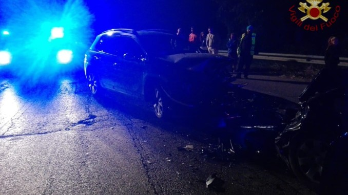 Incidente, scontro frontale tra due auto a Mugnano, due persone ferite