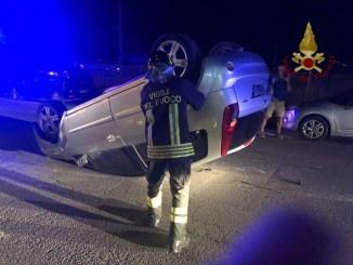 Incidente a Capanne di Perugia, scontro tra due auto, una si ribalta