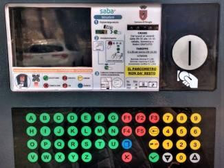 Sosta a pagamento Perugia, il parcometro non dà il resto, scatta la polemica