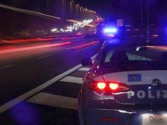 Controlli Polstrada sulle strade, anche una giovane donna positiva all'alcol