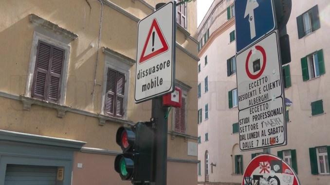 Pilomat via Marzia, un cartello poco chiaro fa alzare un polverone