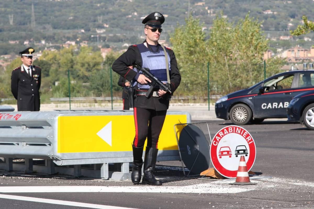 Posto di blocco sulla E45 con carabinieri in terra e in volo, controllo straordinario [Foto]