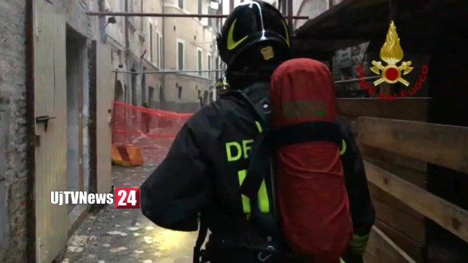 Incendio a Foligno, a fuoco ex taverna La Mora, stabile disabitato