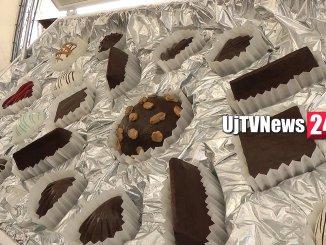 Una scatola gigante di 25 cioccolatini apre Eurochocolate 2018