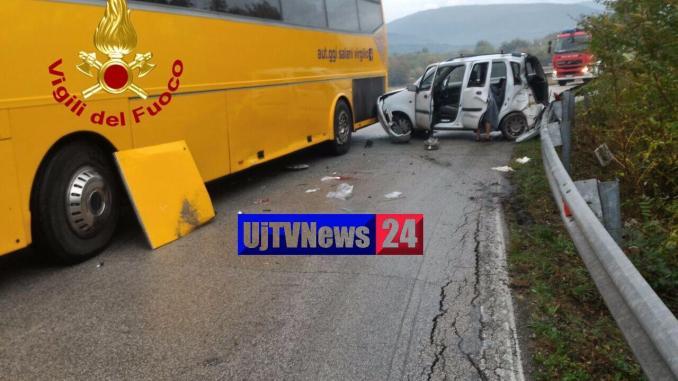 Auto contro bus a Foligno, tre suore in ospedale, non sono gravi