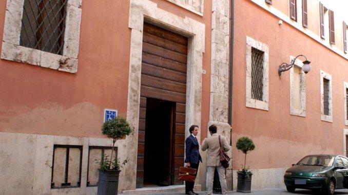 Entra in tribunale a Spoleto con un coltello nello zaino, denunciato