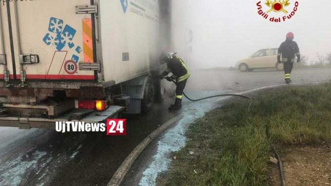 Principio di incendio camion a Collevalenza di Todi, Vigili del fuoco domano subito fiamme