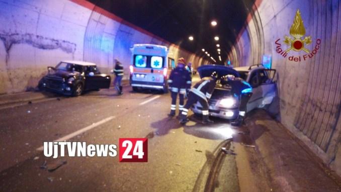 Incidente stradale in galleria all'alba su Raccordo Perugia Bettolle, un ferito