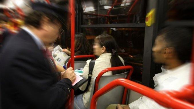 Seminava panico sugli autobus, dopo tante denunce è arrivato l'arresto