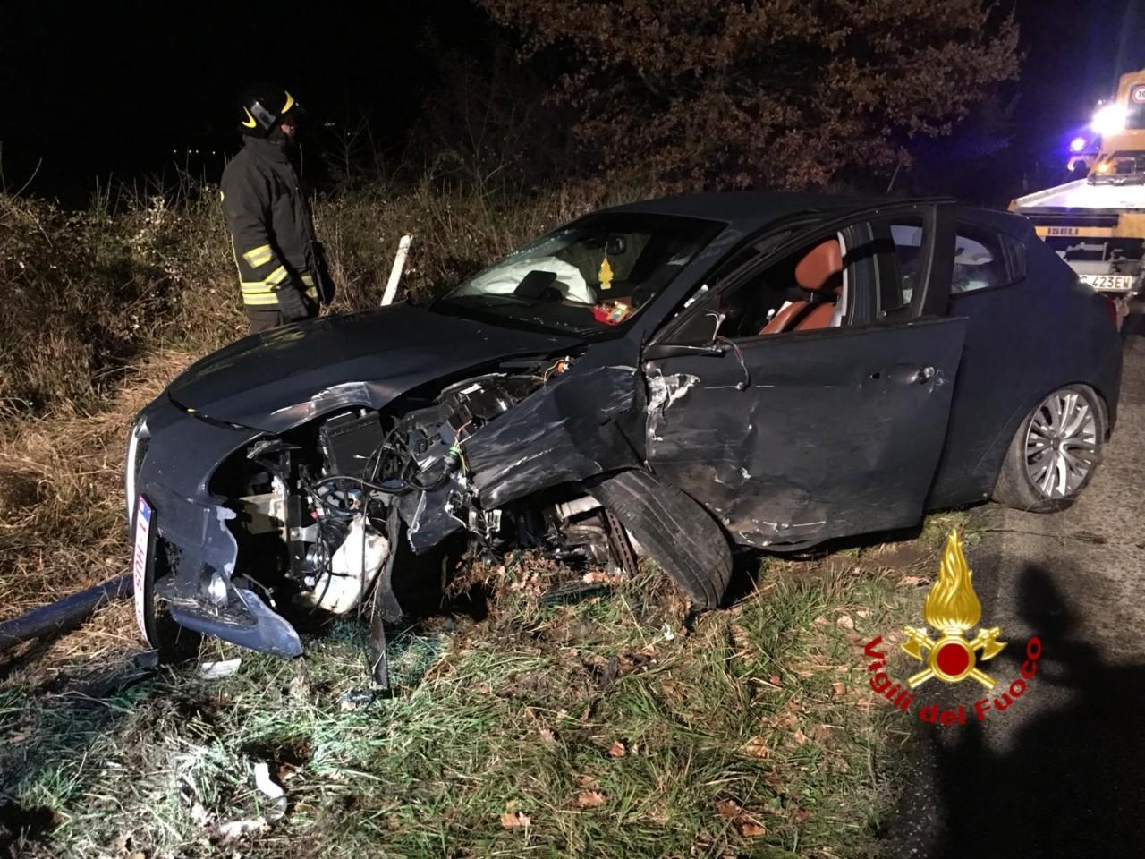 Incidente a Castiglione, auto contro furgone, tre feriti