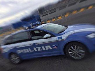 Rubano in un'abitazione, polizia ferma auto con refurtiva nel pressi di Corciano