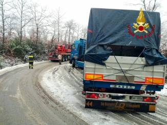 Maltempo Umbria, 5 mezzi bloccati dal ghiaccio e dalla neve
