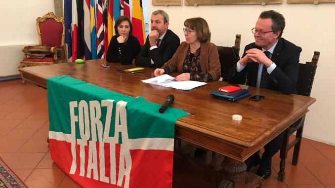 Venticinque anni di forza italia gilet blu a perugia e for Parlamentari di forza italia