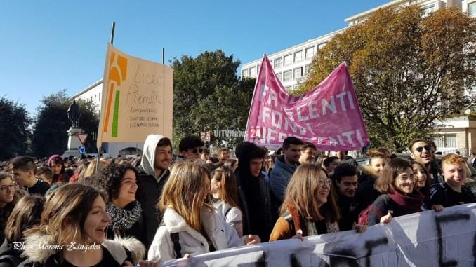 Rete Studenti 8 novembre in corteo #betechange, il nostro tempo è adesso [Foto]