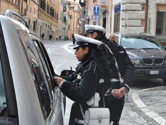 Polizia locale, espulso e rimpatriato un lavavetri clandestino