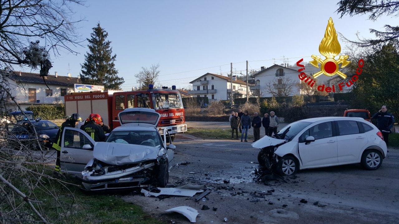 Schianto tra due auto a Città di Castello, due feriti