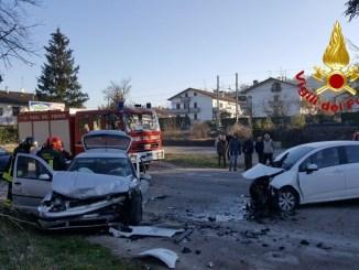 Schianto tra due vetture a Città di Castello, due feriti