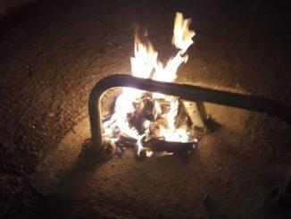 Atto vandalico a Fontivegge nel corso della notte, rifiuti e auto incendiati