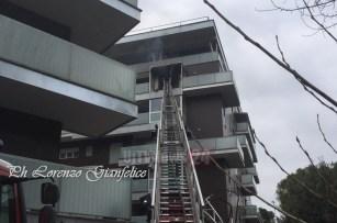 Incendio abitazione a Terni, anziano ferito, ci sono persone intossicate
