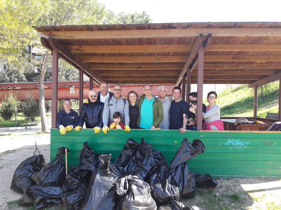 Associazione Natura Urbana ripulisce il parco Chico Mendez