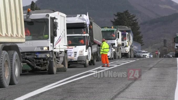 Corteo camion sulla Perugia Ancona, protesta aziende creditrici Astaldi