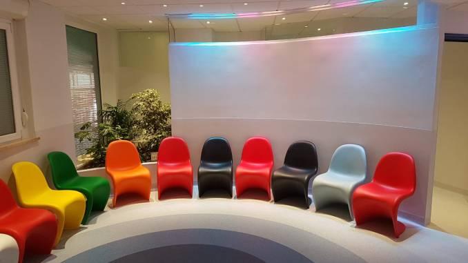 Colori, musica e comfort, ecco la nuova sala d'attesa di radioterapia oncologica