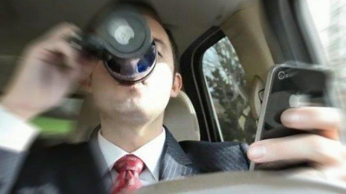 Cellulare alla guida, supermulta e via la patente nuovo codice