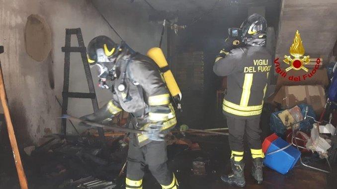 Incendio al Trasimeno garage in fiamme vigili sventano danni ben più gravi