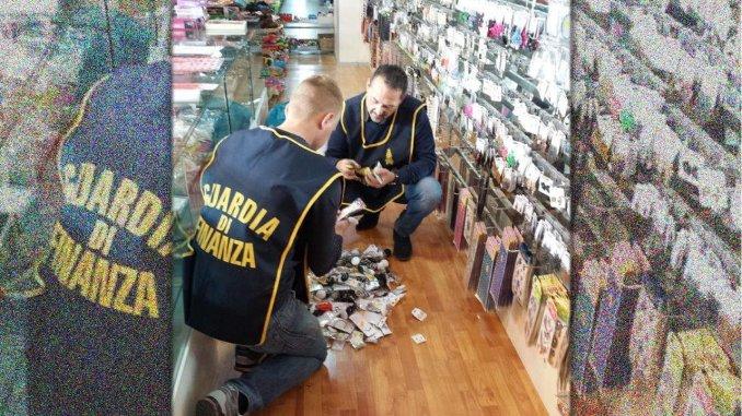 Prodotti contraffatti e falsi, Guardia di Finanza ne sequestra 73 mila