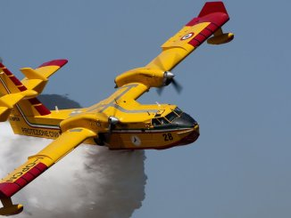 Domato incendio di Camporeggiano di Gubbio in azione tre canadair