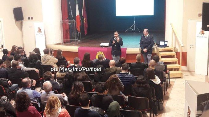 Cyberbullismo e il pericolo dei social per i giovani, al Riccini Ponte Felcino