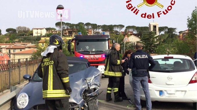 Incidente stradale con feriti a Ponte Felcino di Perugia, scontro tra due auto