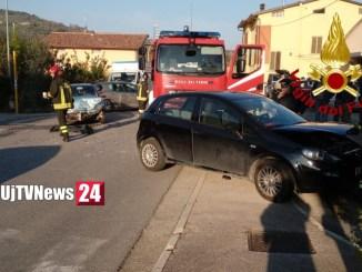 Incidente stradale a Signoria di Torgiano, due auto si scontrano, un ferito