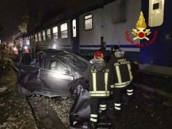 Incidente, scontro al passaggio a livello di Montebello tra auto e treno