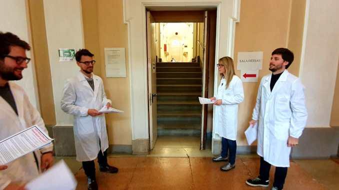 Medici specializzandi volantinaggio a Palazzo Murena, regime contributivo sotto accusa