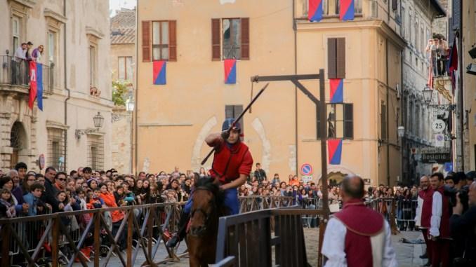 Corsa all'Anello, Narni festeggia il patrono, ospite la travel blogger Manuela Vitulli