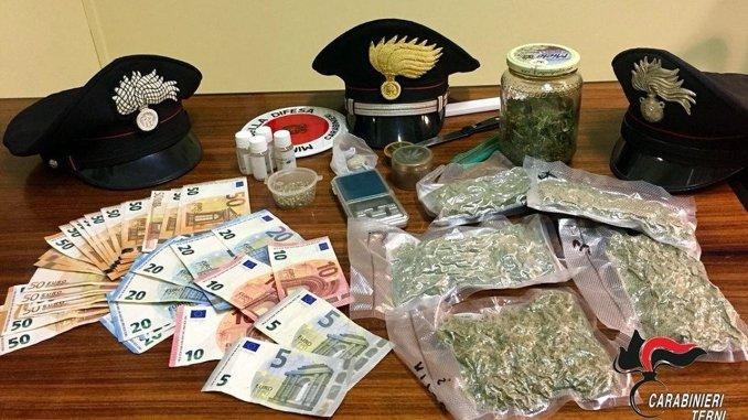 Appuntava clienti su agendina, spacciatrice arrestata nel Ternano