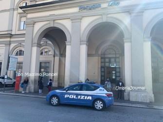 Stranieri aggrediscono agenti, arrestati dalla polizia ferroviaria di Perugia