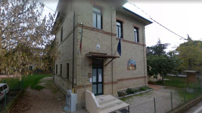 Rubano una lavagna elettronica, la L.I.M., da una scuola di Bastia Umbra