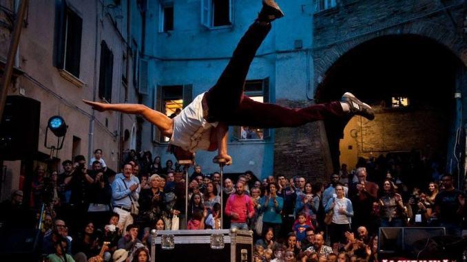 """Perugia, in via della Viola torna la magia di """"Alchemika"""""""