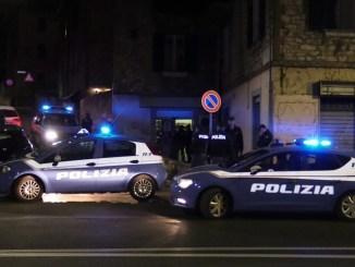 Pub etnico a Fontivegge, se ne fregano del covid e fanno baldoria, arriva la Polizia