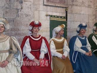 Perugia 1416, le prime dame arrivano in centro con il minimetro | Foto