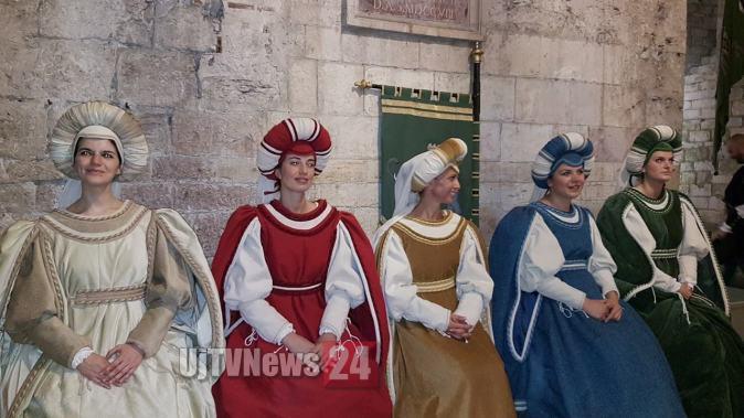 Perugia 1416, le prime dame arrivano in centro con il minimetro   Foto